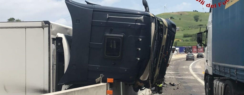 Sotto l'effetto di cocaina provoca incidente sull'A16: denunciato 31enne bulgaro