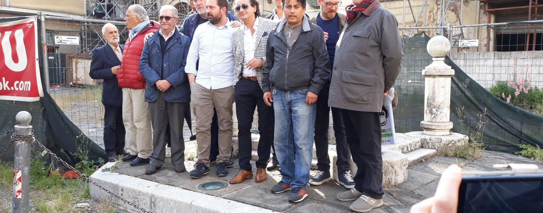 """Centro storico, l'appello dei commercianti: """"Liberate piazza Amendola"""""""