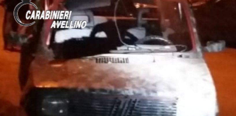 Paura nella notte a Quindici: bomba carta distrugge un'auto