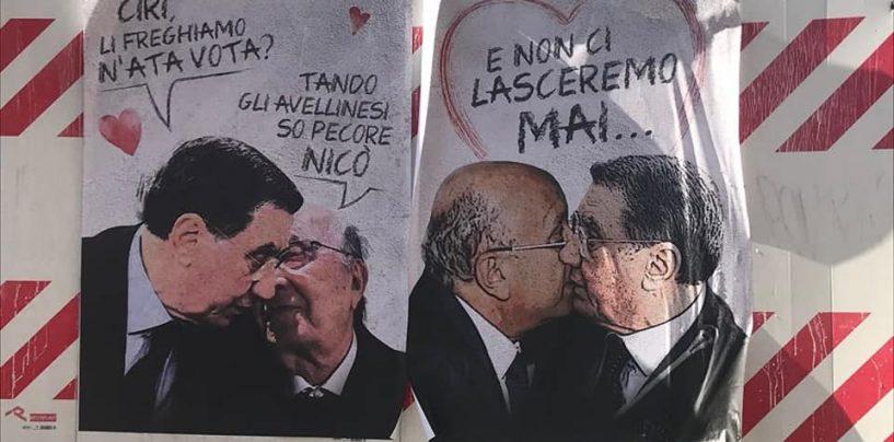 """Il """"bacio"""" appassionato tra Mancino e De Mita"""