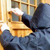 Cervinara, ladri svaligiano un'abitazione con i proprietari all'interno