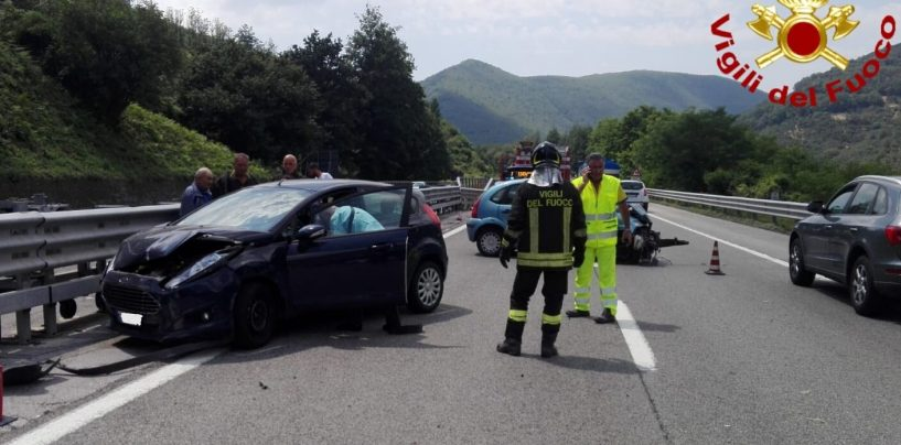 Viadotto Acqualonga, terribile incidente tra due auto: quattro feriti