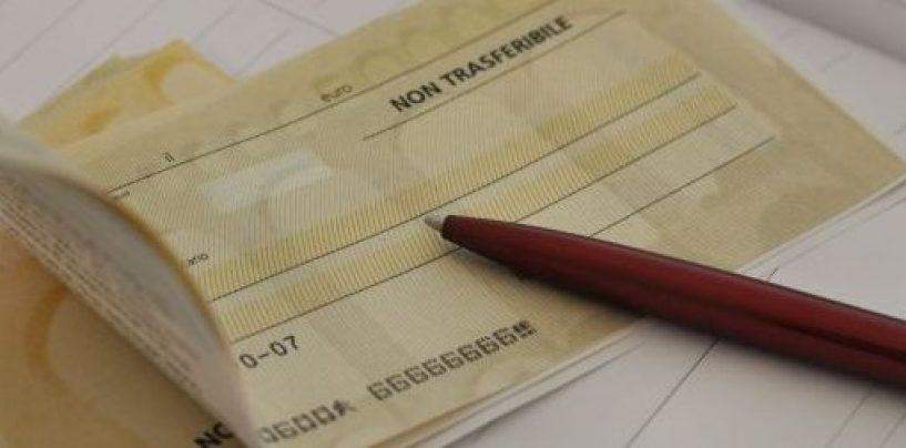Incassa un assegno da 500 euro: 35enne accusata di truffa