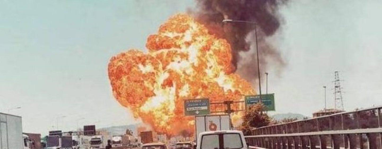 Apocalisse sull'A14, esplode un tir: tre morti e oltre sessanta feriti