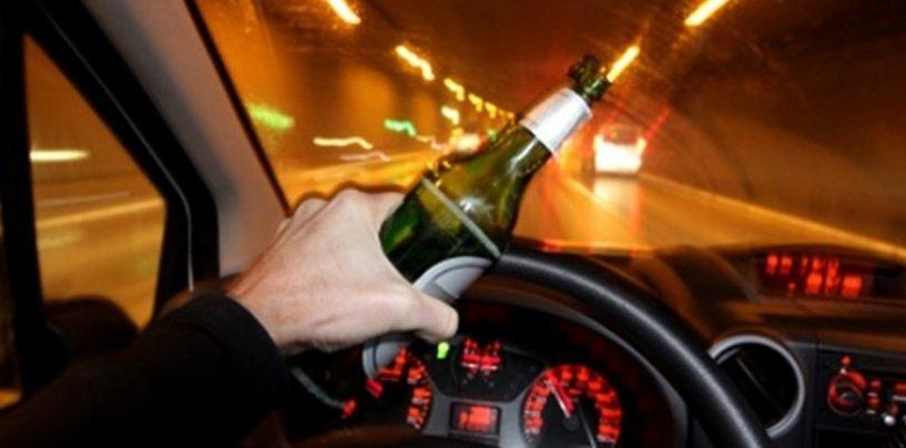 Giovane ubriaco alla guida di un'auto: denuncia e ritiro della patente