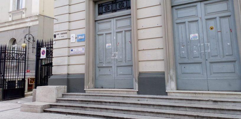 """Liceo """"Mancini"""" ancora senza sede, docenti e genitori tornano alla carica"""