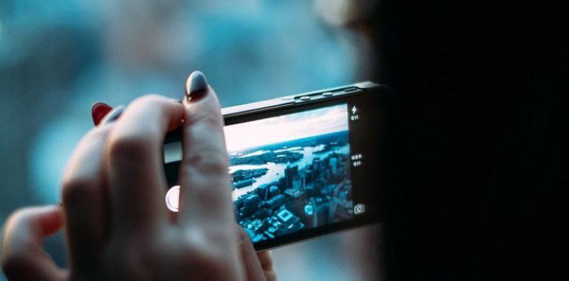 Come usare di meno lo smartphone e proteggere i nostri occhi