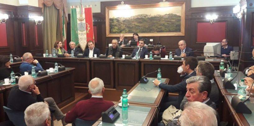 """Stazione Hirpinia, Bruno invoca i forconi e attacca i 5 Stelle. De Caro: """"Conte faccia chiarezza"""""""