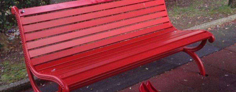 Violenza sulle donne, a Torrioni si inaugura la panchina rossa