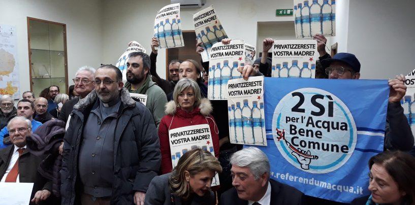 """Acqua pubblica, pronto tavolo sul futuro dell'Alto Calore. I comitati: """"Del Basso De Caro chiarisca la sua posizione"""""""