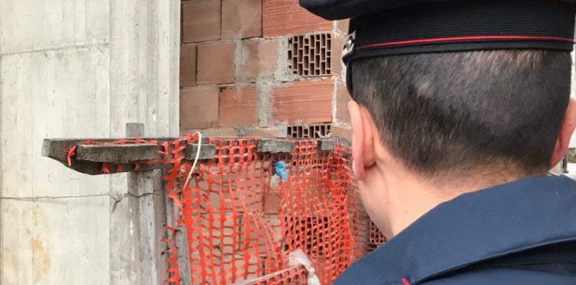 Controlli in un cantiere edile: tre denunce e sospensione dell'attività
