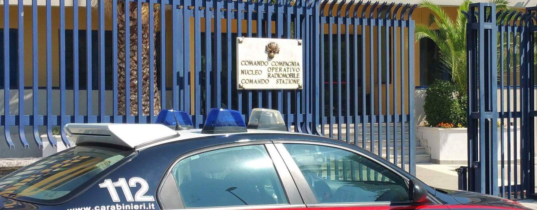 Non si ferma al blocco dei carabinieri: inseguito e arrestato pusher 33enne