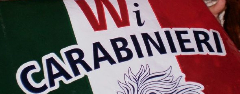 Carabinieri da libro Cuore: comprano il biglietto a un giovane per fargli raggiungere la madre morta a Napoli