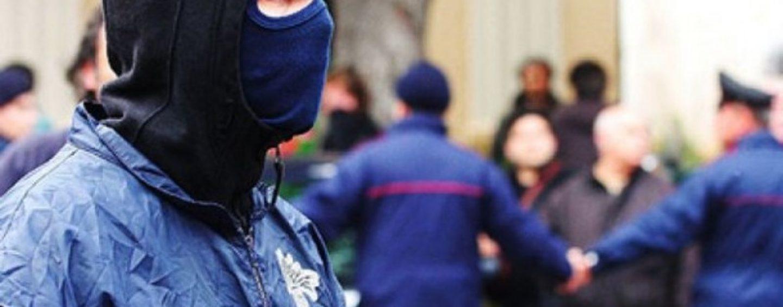 Mafia, blitz nella notte. Droga, estorsioni e soldi falsi: 30 arresti in tutta Italia