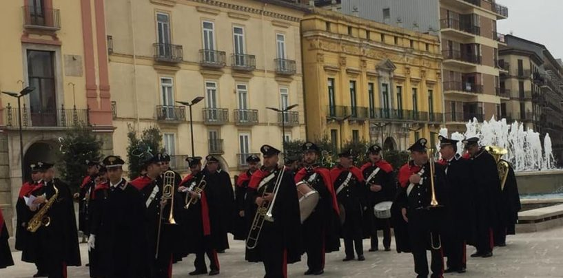 Folla al Corso per la parata della Fanfara dei Carabinieri