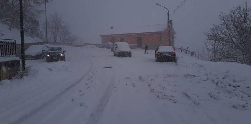 Tormenta di neve sull'Irpinia: chiusa l'uscita di Grottaminarda, allarme gelate