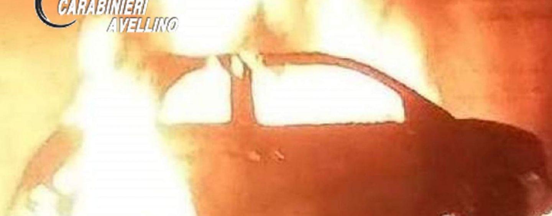 Auto in fiamme nella notte: paura a Taurano