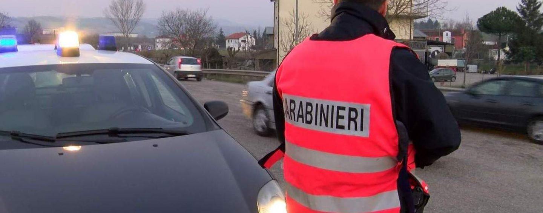 Ruba un auto e si schianta contro un paracarro: scatta la denuncia per un 40enne di Carife