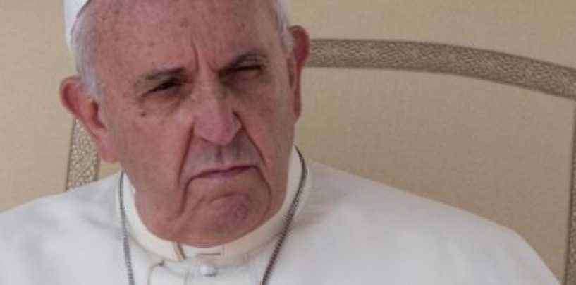 """Pedofilia, testimonianze choc al summit in Vaticano: """"Abusata per 13 anni da un prete, costretta anche abortire"""""""