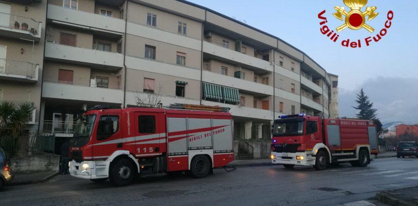 Incendio a Rione Mazzini, arrivano i Vigili del Fuoco