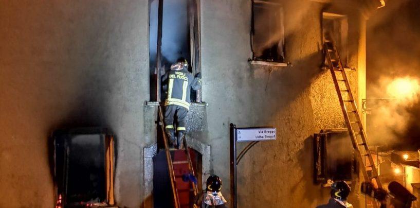 FOTO/ Incendio in un'abitazione a Greci, salva la donna intrappolata nelle fiamme