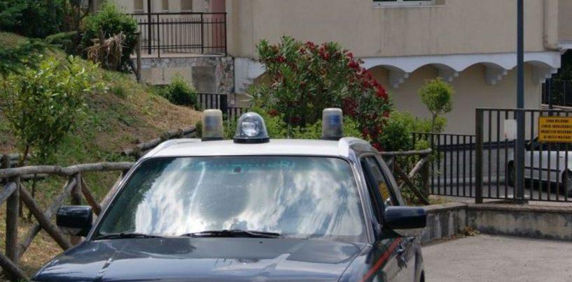 Ubriaco, minaccia e aggredisce la convivente alla presenza del figlio: arrestato 30enne