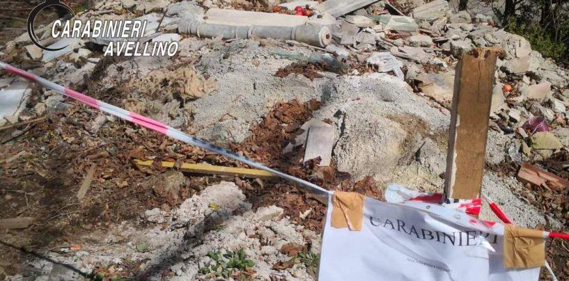 FOTO/ Rifiuti speciali smaltiti in una discarica abusiva, i Carabinieri sequestrano l'area
