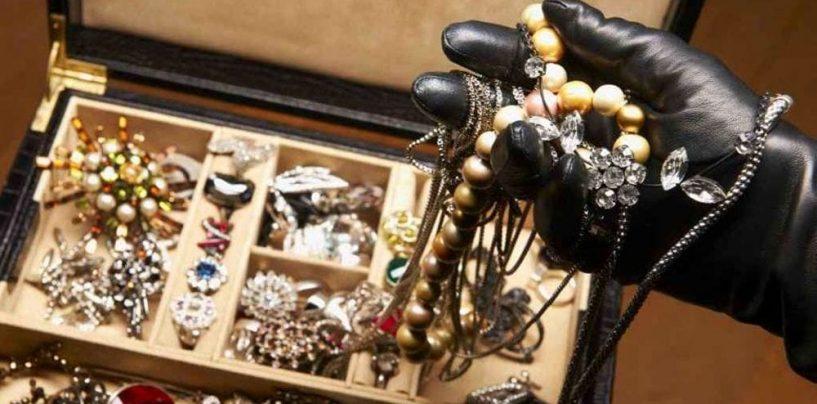 Furto in una gioielleria di Sperone: è caccia ai ladri
