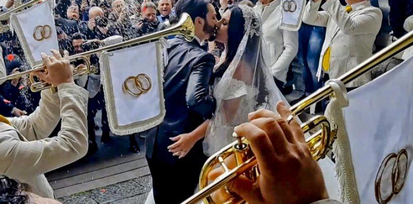 Nozze tra la vedova del boss e il cantante Tony: indaga la Procura di Napoli