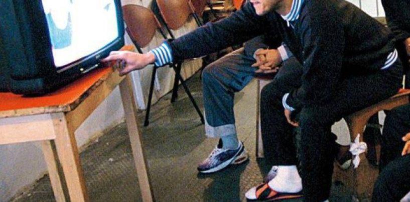 """Messaggi in codice per i detenuti, sequestrate TV """"neomelodiche"""" abusive"""