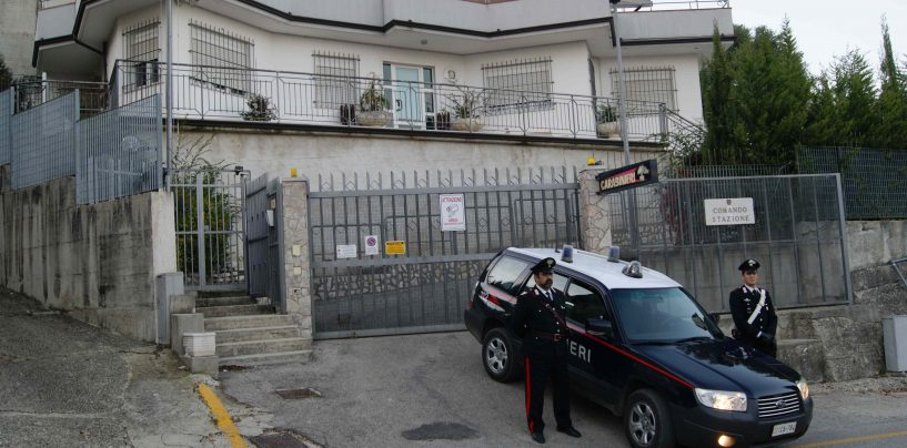 Aggredita in casa dal marito con pugni e schiaffi al volto, carabinieri arrestano 48enne