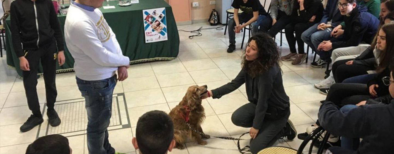 """La """"Pet Therapy"""" arriva a scuola grazie al binomio Rotaract Club-Istituto De Gruttola"""