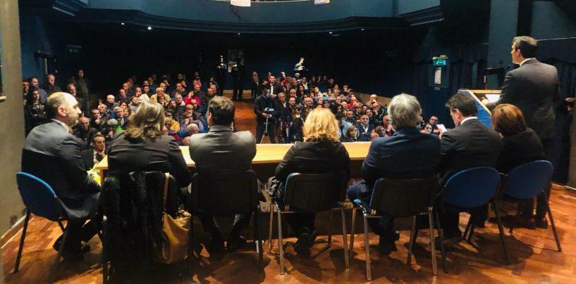 Il Ministro Grillo in Irpinia, dopo Avellino bagno di folla all'Auditorium di Ariano