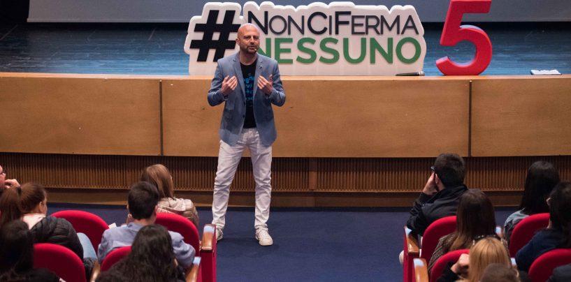 #NonCiFermaNessuno, Luca Abete fa tappa all'università di Salerno