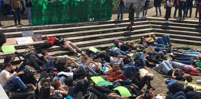 Fridays For Future, studenti in piazza anche ad Avellino contro i cambiamenti climatici