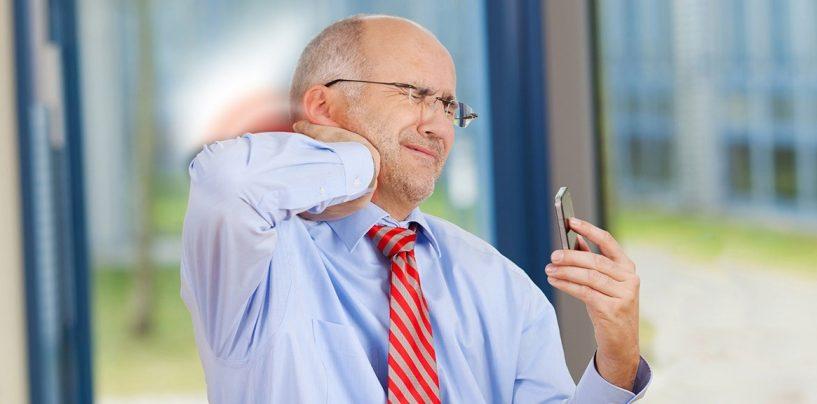 Così l'uso dei cellulari sta cambiando lo scheletro umano