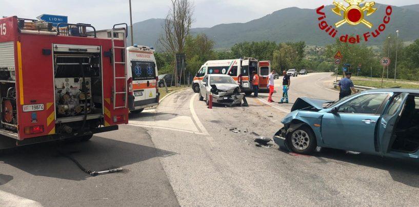 Scontro tra due auto a Lioni, feriti i conducenti