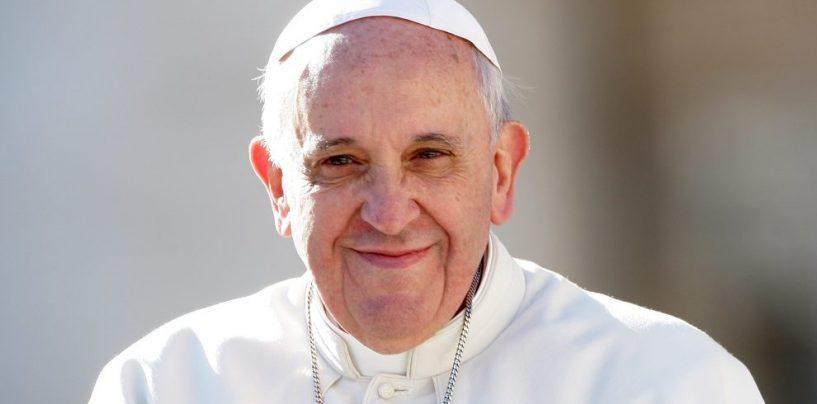Papa Francesco atterra a Napoli: tutti i dettagli della visita del Pontefice