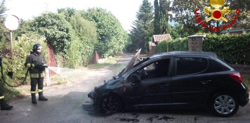 Auto in fiamme a Mercogliano, arrivano i Vigili del Fuoco