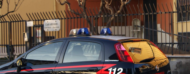 Girava in auto con bastone e coltello: denunciato 40enne