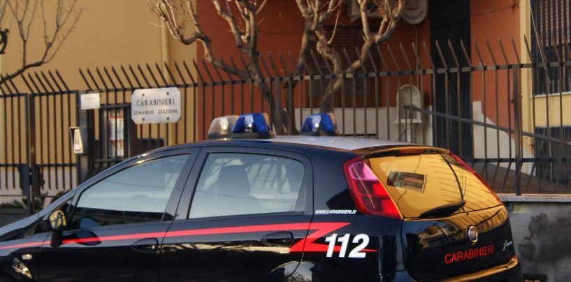 Deteneva illegalmente due pistole e delle munizioni: denunciato