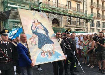 """FOTOGALLERY – La tradizionale """"Alzata del Pannetto"""" ad Avellino"""