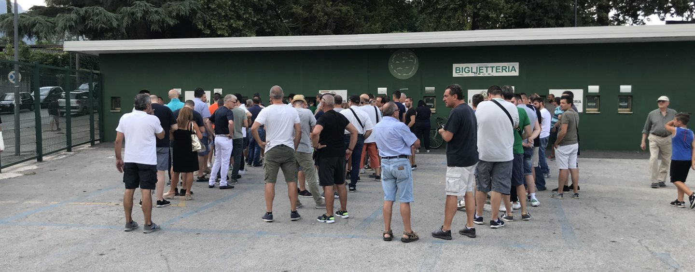 È scattata la prevendita: tutti in fila per Avellino-Bari
