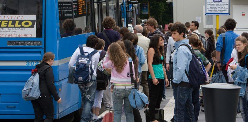 Trasporto gratuito per gli studenti campani, la Regione finanzierà gli abbonamenti