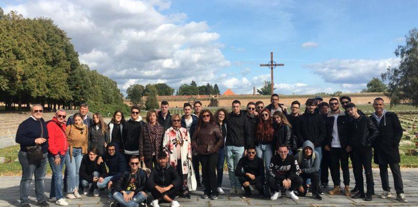 """""""Lavorare sulla memoria"""": D'Amelio visita con gli studenti di Montella il lager di Terezin"""