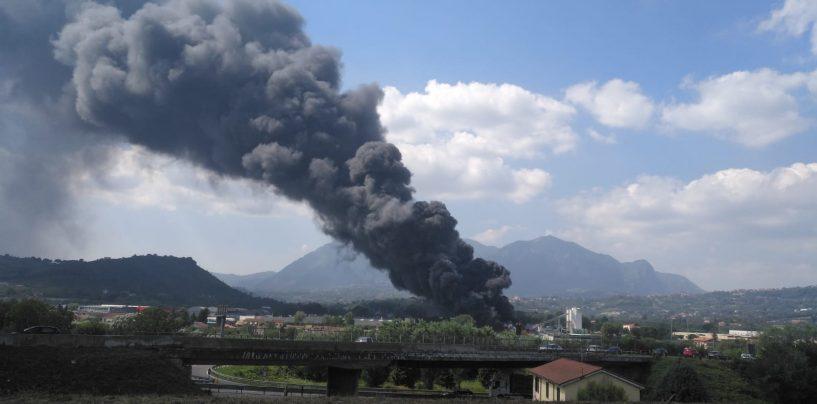 Esplosione a Pianodardine, porte e finestre chiuse e si eviti di uscire: dichiarato lo stato di emergenza