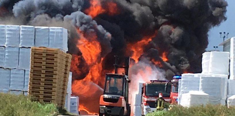 Inferno di Pianodardine, l'Arpac avvia i monitoraggi ambientali