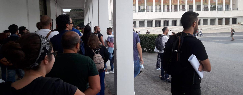 """Fotocopiatrici in tilt, ritardi a concorso Regione Campania. I candidati: """"Un sequestro di persona"""""""