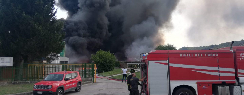 """""""Diossine in netta diminuzione"""". Incendio Avellino, diffuso il secondo campionamento Arpac"""