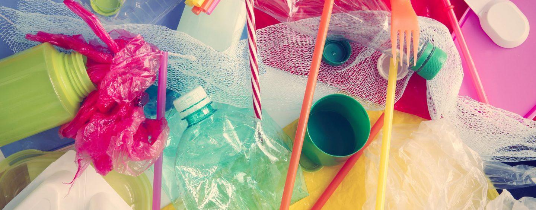 """Scuola """"Plastic free"""" a Montoro: borracce personalizzate per i bambini"""